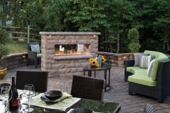 adms_res_bel2014_patios_fireplace_walls_cambridgecobble_europafireplace_belairwall_001